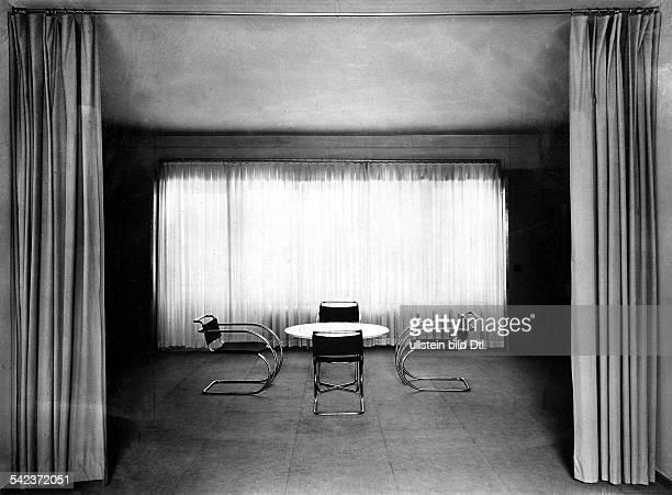 Inneneinrichtung genormte Möbel genormte Gardinen genormter Fussbodenbelagveröffentlicht Uhu 8/1931Foto Lotte Jacobi
