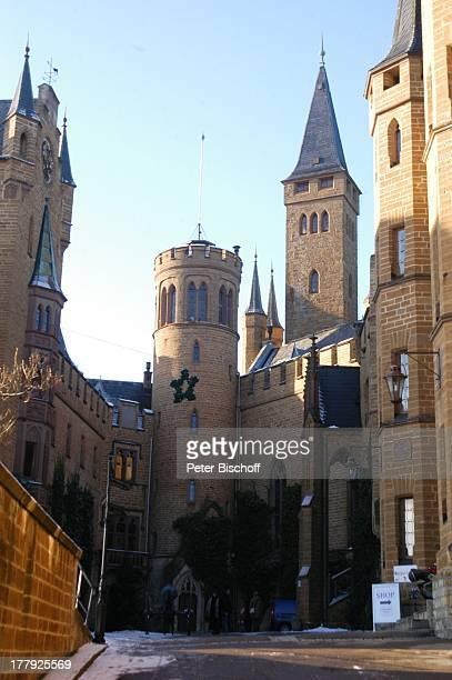 Innenhof Burg Hohenzollern Bisingen BadenWürrtemberg Deutschland Europa Denkmal Sehenswürdigkeit touristische Attraktion Architektur Neugotik...