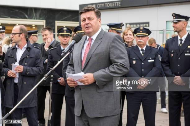 Innensenator Andreas Geisel anlässlich des symbolischen SPatenstichs für den Neubau einer Polizeiwache auf dem Berliner Alexanderplatz