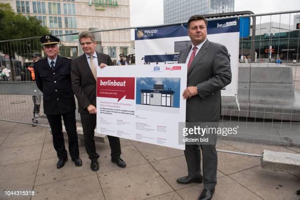 Innensenator Andreas Geisel mit Polizeipräsident Klaus Kandt und Vertreter der Bundespolizei anlässlich des symbolischen SPatenstichs für den Neubau...