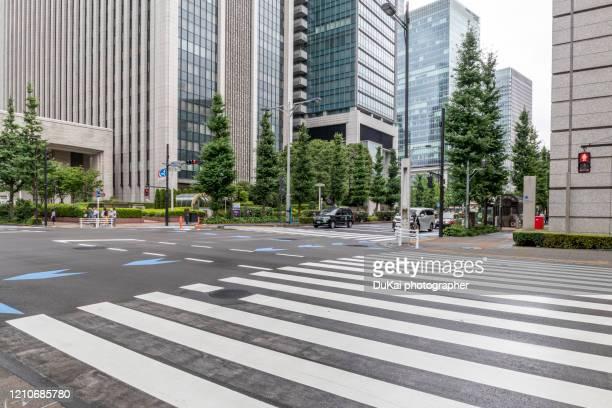 inner city road in tokyo - 金融街 ストックフォトと画像