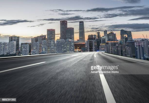 inner city road - empty road stock pictures, royalty-free photos & images