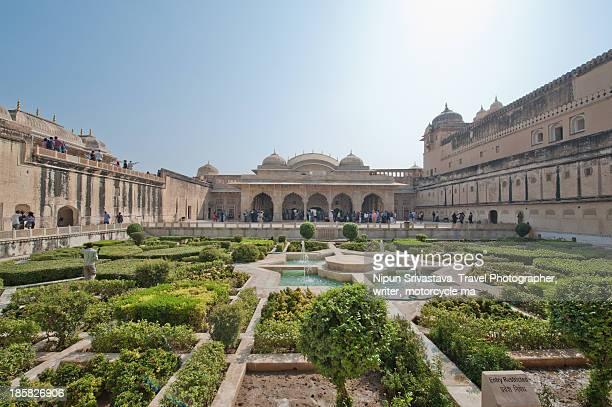inner gardens of the aamer fort, jaipur - amber fort stockfoto's en -beelden