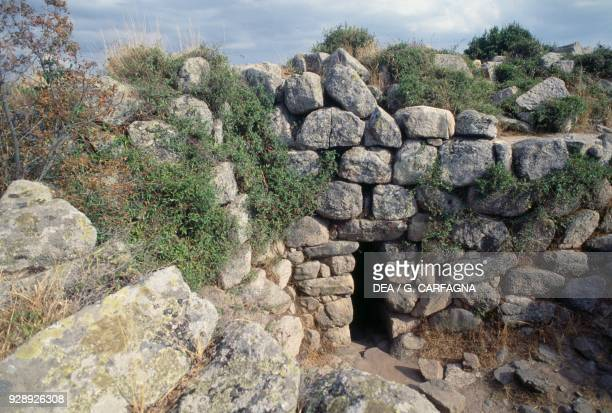Inner yard gate of the Nuraghe Majori, near Tempio Pausania, Valle della Luna, Sardinia, Italy. Nuragic civilization, 2nd millennium BC.
