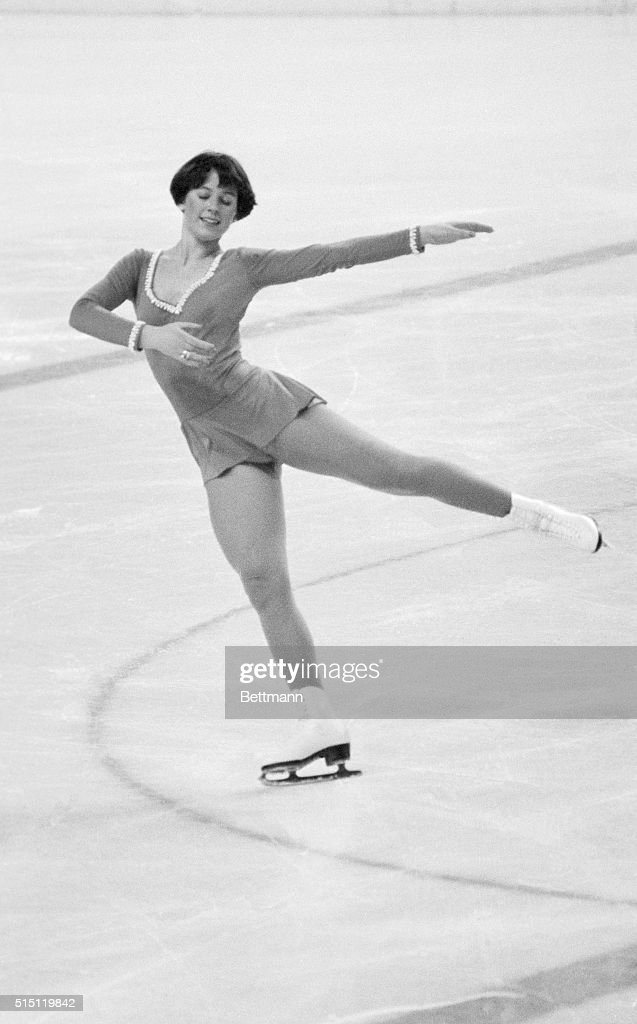 American Dorothy Hamill Of Chicago Gracefully Performs Her Free Skating 2 13 76