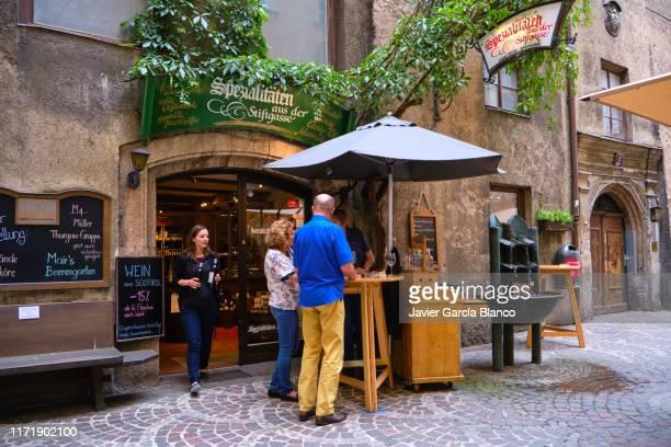 centro histórico de innsbruck - austria fotografías e imágenes de stock