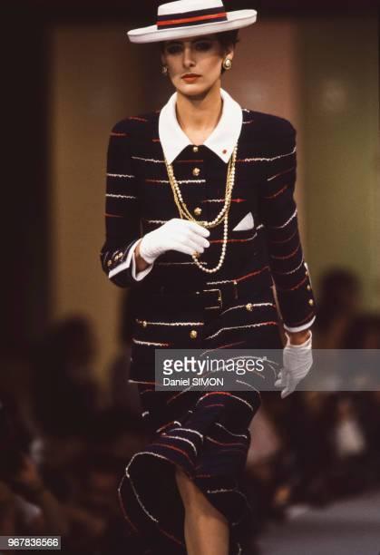 Inès de La Fressange au défilé Chanel PrêtàPorter collection Printempsété 1984 à Paris le 17 octobre 1983 France
