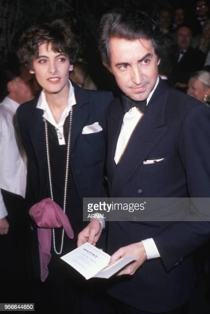 Inès de La Fressange et son mari Luigi d'Urso lors de la soirée pour les 51 ans de Rudolf Noureev à L'Opéra de Paris en mars 1989 France
