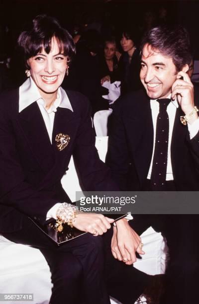 Inès de La Fressange et son mari Luigi d'Urso lors du défilé Lanvin, Haute Couture, collection Printemps-été 1992 à Paris en janvier 1992, France.