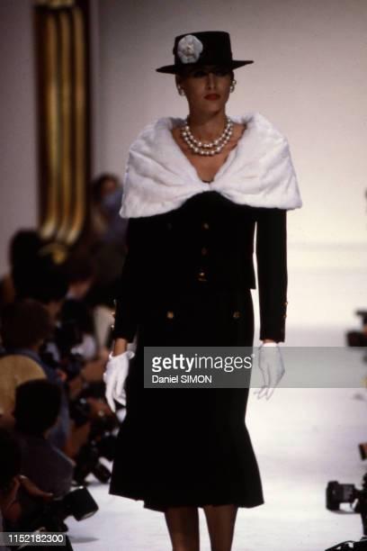Inès de La Fressange lors du défilé Chanel hautecouture à Paris 26 juillet 1983 France
