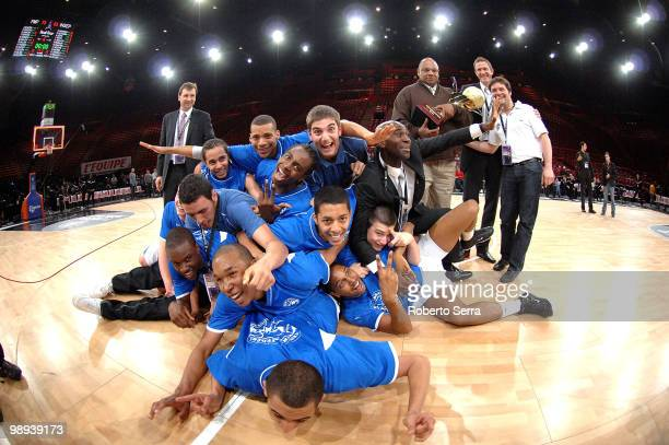Insep players celebrate during the Nike International Junior Tournament Final Game between Insep vs FMP Belgrade at Bercy Arena on May 9, 2010 in...