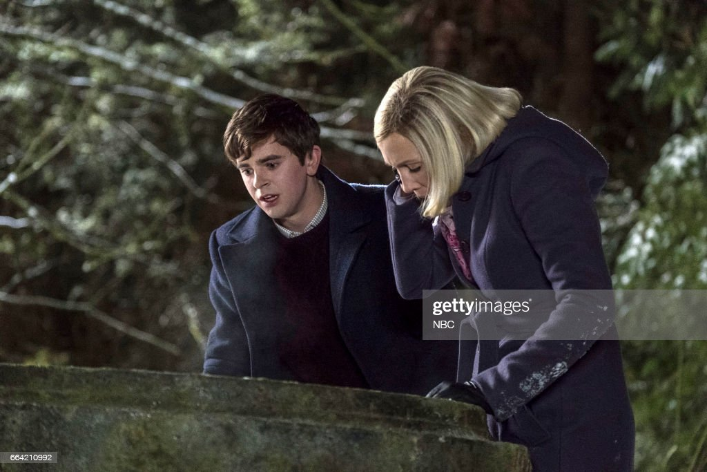 MOTEL -- 'Inseparable' Episode 507 -- Pictured: (l-r) Freddie Highmore as Norman Bates, Vera Farmiga as Mother --