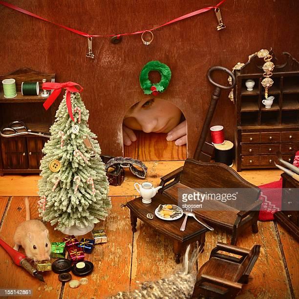 に、マウスホールのクリスマス - peeping holes ストックフォトと画像
