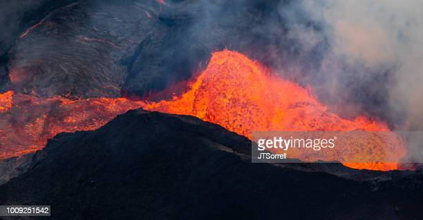 inside kilauea's fissure 8 eruption - pele goddess stock pictures, royalty-free photos & images