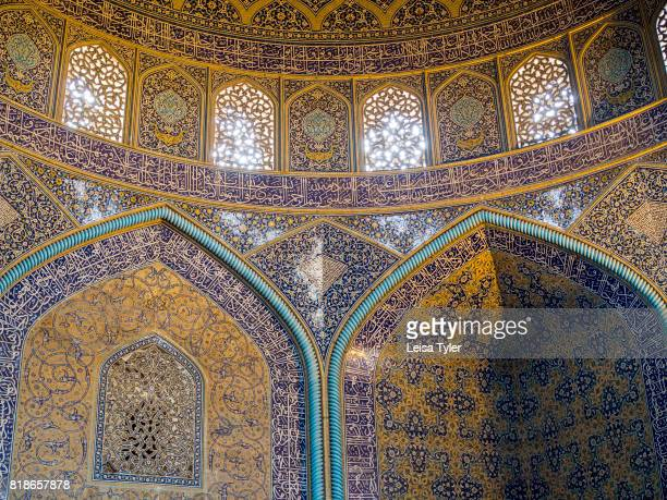 Inside Lotfollah Mosque, the first mosque to be built on Esfahan's iconic Naqsh-e Jahan Square, Iran. Shah Abbas built it as a private mosque for the...
