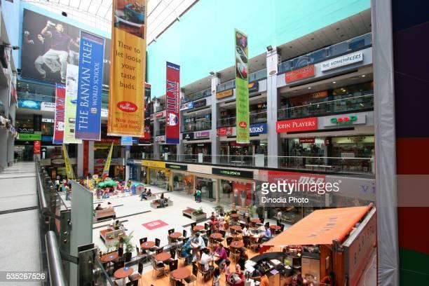 inside metropolitan (mgf) mall in gurgaon, haryana, india. - ハリヤナ州 ストックフォトと画像