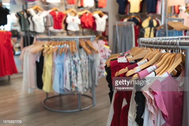 inside of a clothing store selling womenswear - roupa de mulher imagens e fotografias de stock