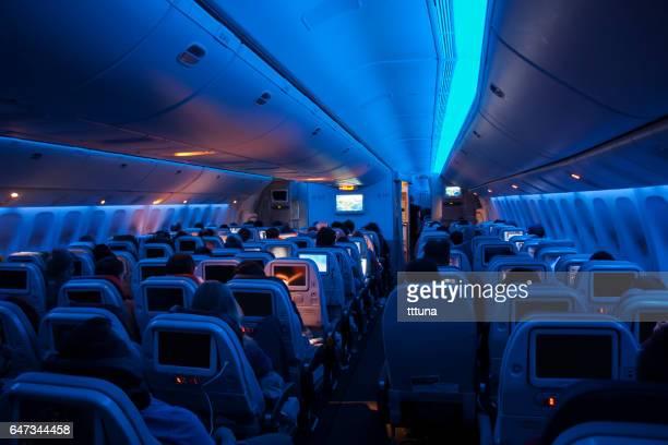 binnenkant van een vliegtuig van turkish airlines - voertuiginterieur stockfoto's en -beelden