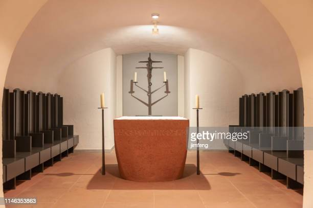inside of würzburger cathedral, würzburger, germany - altar stock pictures, royalty-free photos & images