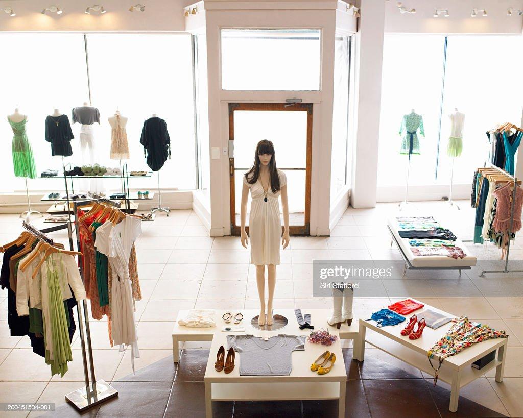 Inside retail boutique : Foto de stock