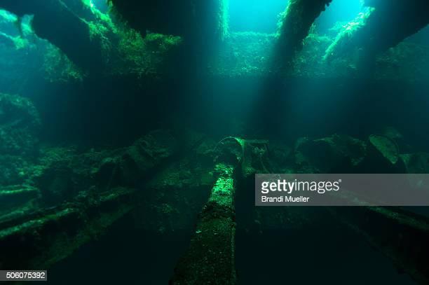 inside the fujikawa maru - lagon chuuk photos et images de collection