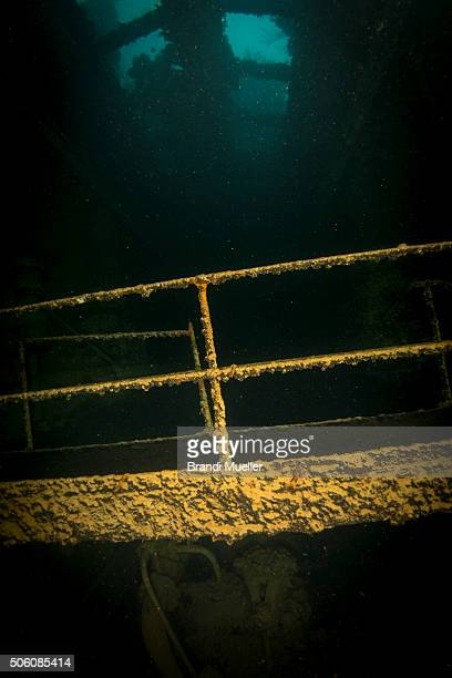 inside the kensho maru - lagon chuuk photos et images de collection