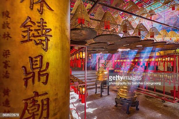 inside the man mo temple. - man motempel stockfoto's en -beelden
