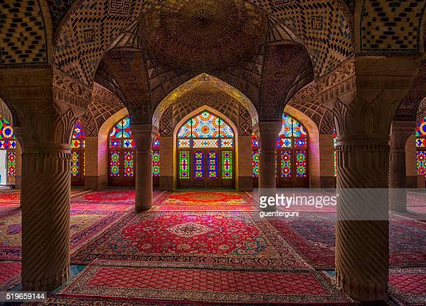 Dentro da Mesquita de ol Molk Nasir de Shiraz, Irão