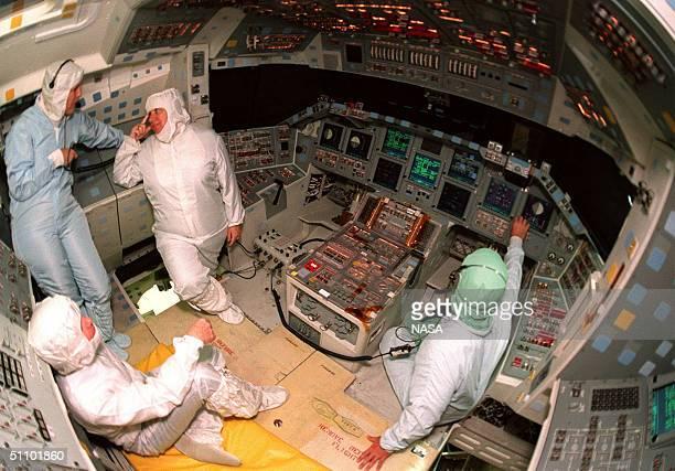 Space Shuttle Cockpit Fotografías e imágenes de stock ...