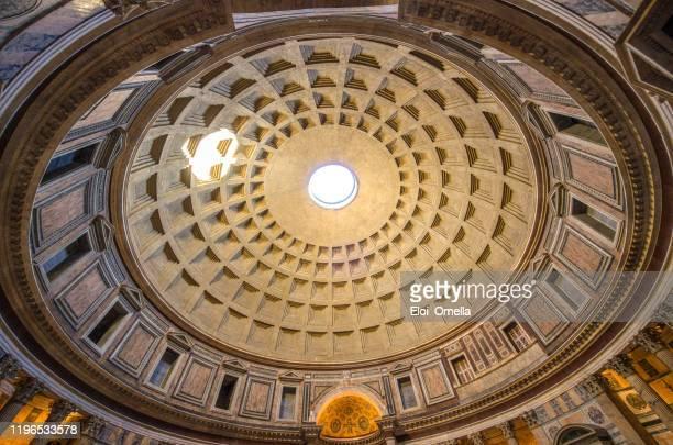 à l'intérieur du panthéon à rome - saint eloi photos et images de collection