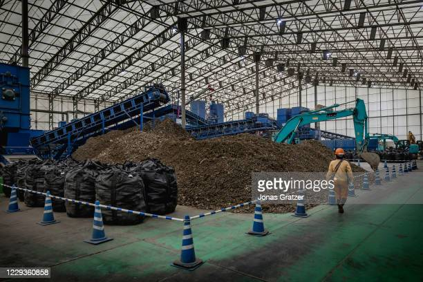 Inside the state-owned interim storage facility Jesco, work is underway to decontaminate radioactive soil. When all the soil has passed the...