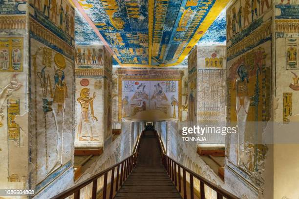 inside the tomb kv9, vallay of king, luxor, egypt - antico egitto foto e immagini stock