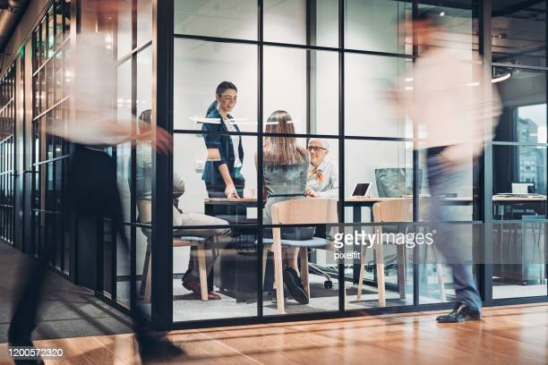inside view of an office building with blurred motion - business imagens e fotografias de stock