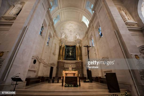 inside view of the shrine of fatima, portugal - our lady of fatima stock pictures, royalty-free photos & images