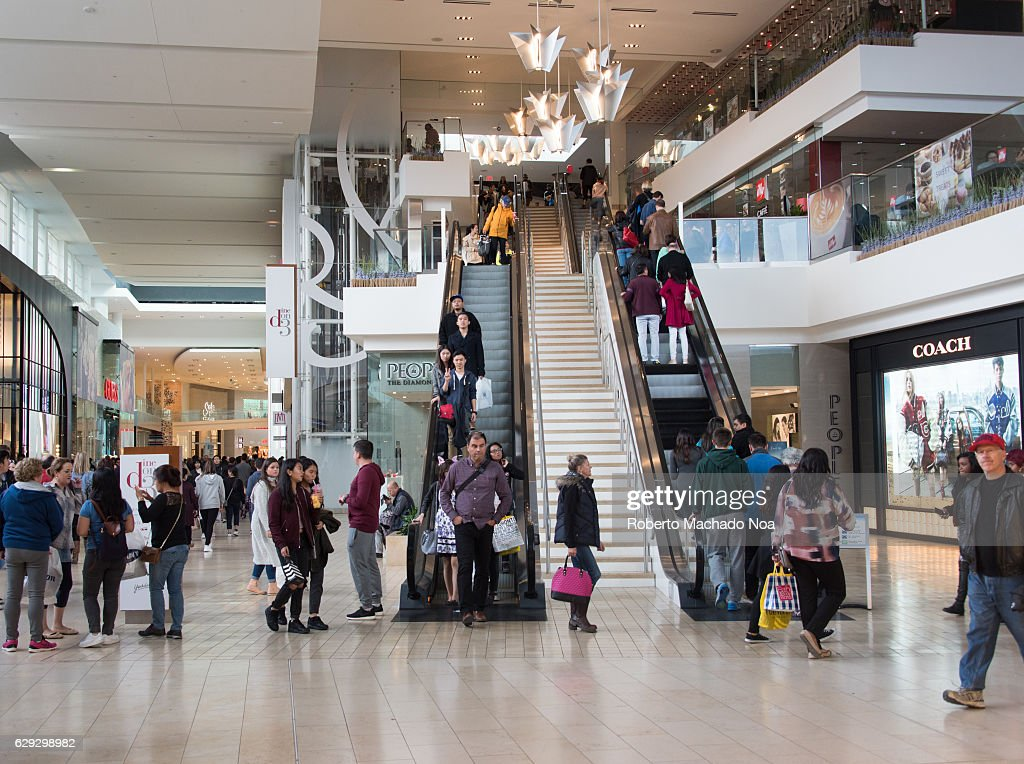 Inside view of Yorkdale Shopping Center in Toronto brimming... : Nachrichtenfoto