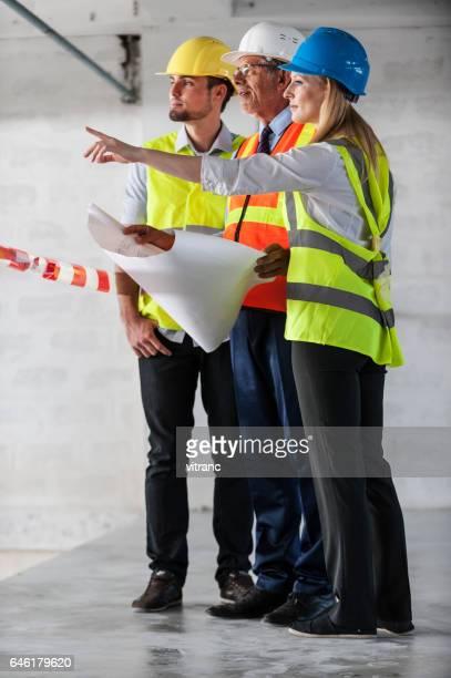 Inspectie van de bouwplaats