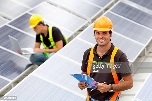 Das Überprüfen der solar Dach