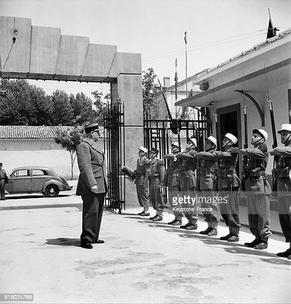 Inspection des soldats de la Légion étrangère à la caserne de Siddi Bel Abbès Algérie en 1959