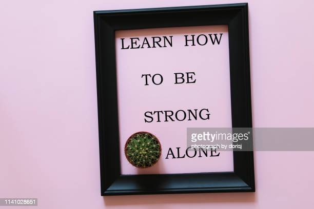 inspirational quote - learn how to be strong alone - citation photos et images de collection