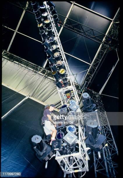 Installing spotlights for Guns N'Roses concert Vienna 1993
