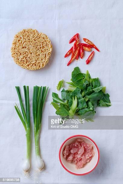 Instant noodle with freshness ingredeints