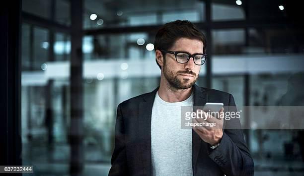 instantly connected - negócios finanças e indústria - fotografias e filmes do acervo