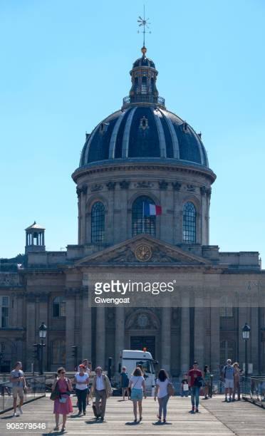 instituto de francia en parís - gwengoat fotografías e imágenes de stock