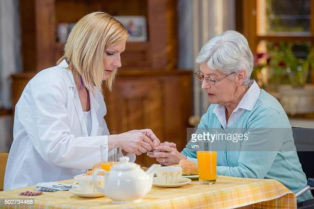 Instructions de santé infirmière à domicile personnes âgées de plus de 60 ans