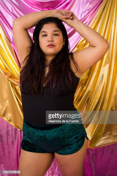 this photo expand my idea of beauty because they show that plus-size bodies are beautiful too. - real body fotografías e imágenes de stock