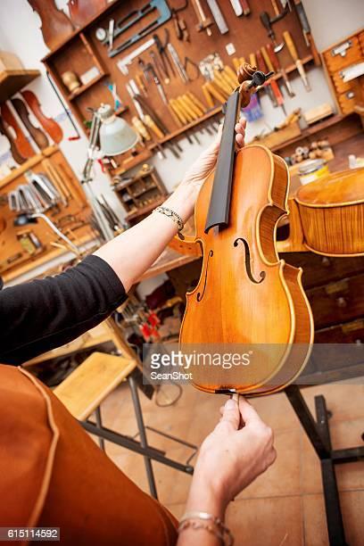 instrument makers in workshop - cremona foto e immagini stock