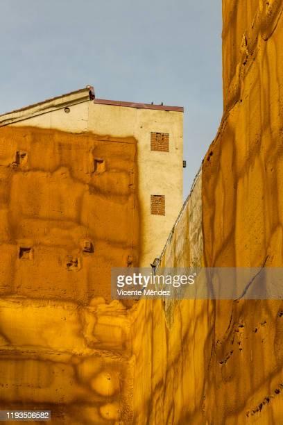 insulated walls - vicente méndez fotografías e imágenes de stock