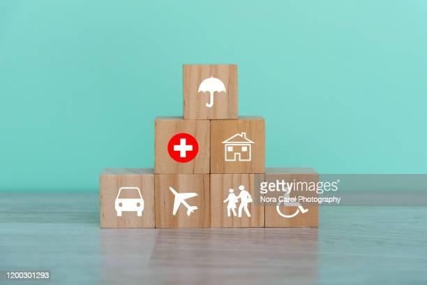 insurance concept - wohngebäudeversicherung stock-fotos und bilder