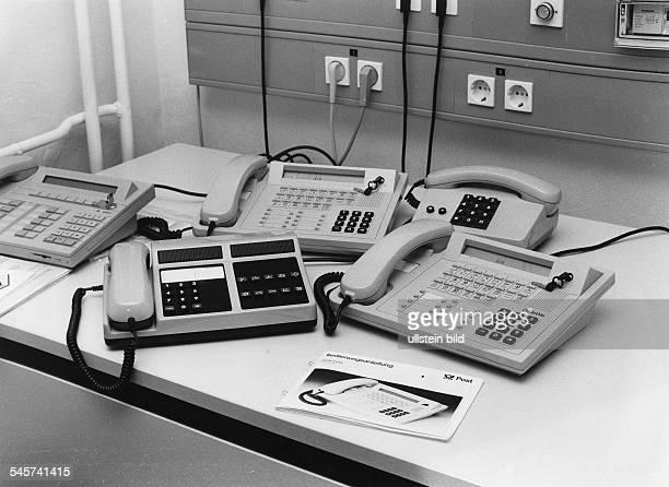 ISDN = Integrated Service DigitalNetwork = Integriertes DigitalesTelekommunikations SystemUBz verschiedene ISDNTelefone dievon der Bundespost Ende...
