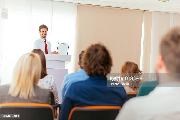 intelligent business person showing graph on seminar - debate - fotografias e filmes do acervo